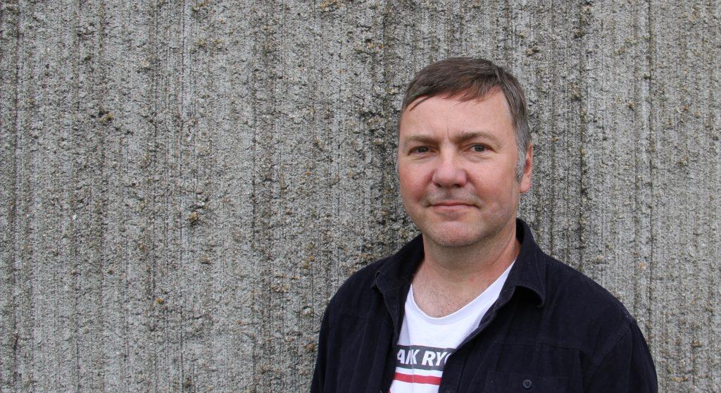 Jeg hedder Søren Dam Nielsen. Jeg er journalist og cand.mag. og laver indhold til medier samt totalleverancer.